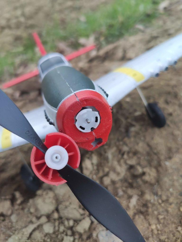 système de décroche de l'hélice crash eachine p51 mustang
